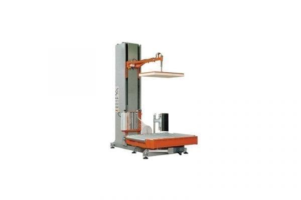 Sträckfilmsmaskin med rotationsbord och driven rullbana